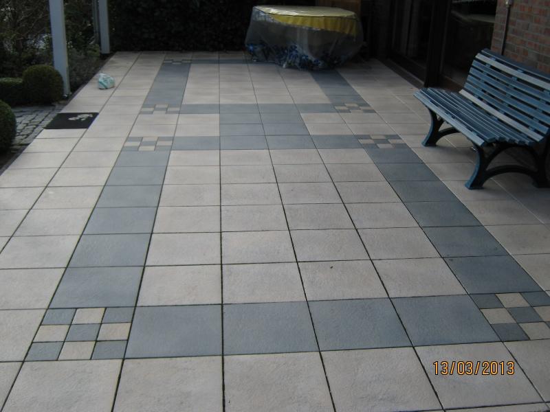 Terrasse mit kunststoffbeschichteten Betonplatten